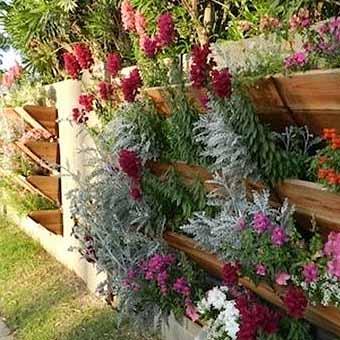 http://idealsad.com/wp-content/uploads/2013/09/foto-zaborov-s-cvetami23.jpg