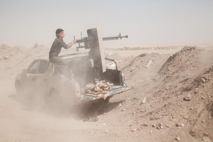 Видеоотчёт из Хомса: Бойцы Асада возвращают утраченные позиции под Пальмирой