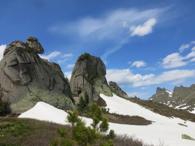 Три слона Ергаки, горы, лето, природа, снег, снег летом