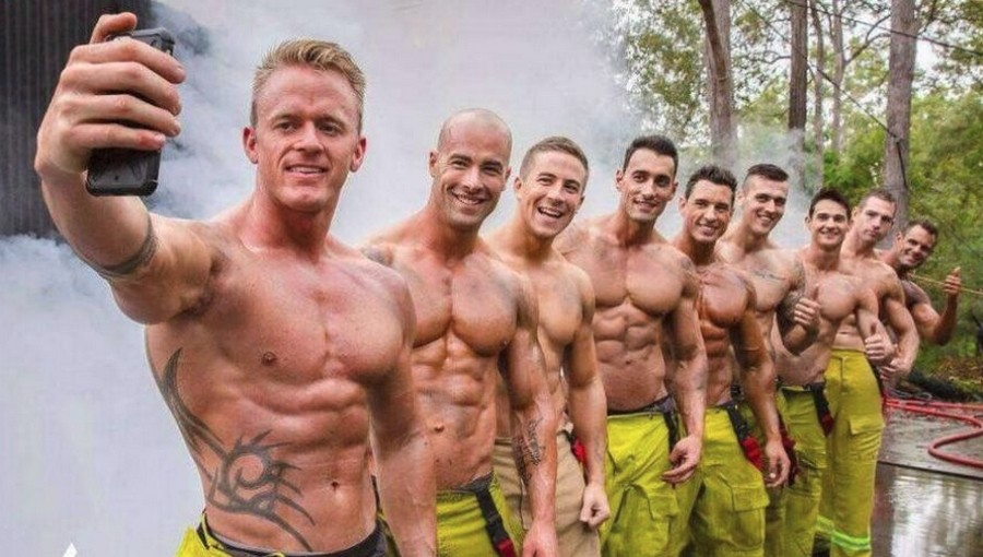 Австралийские пожарные снялись для календаря 2019 года