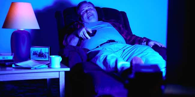 Как смотреть телевизор, чтобы не сойти с ума: советы психолога