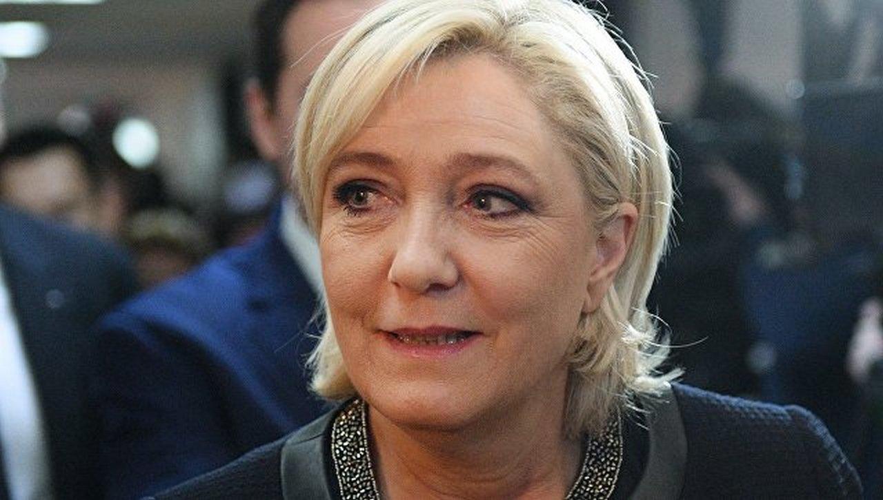 Евросоюз погибнет, потому что народу он больше не нужен  — Ле Пен