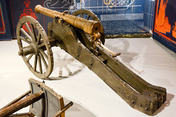Tour of the exhibition of military innovations of five centuries in Vienna