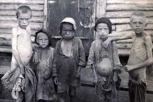 «Обезумевшие родители отбирали еду у детей» . Советская власть бросила миллионы умирать от голода, но их спасли американцы