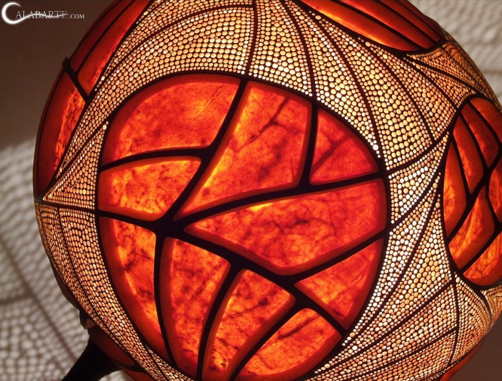 Стоит включить эту лампу, и обычный дом превратится в сказочный дворец