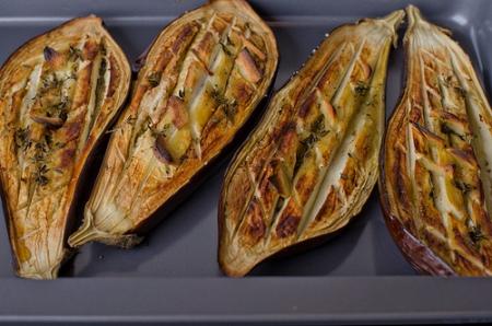 Закуска из баклажанов с тимьяном и кедровыми орешками