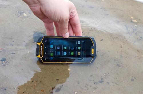 Новый смартфон для экстремалов и путешественников – Rivotek RT-550