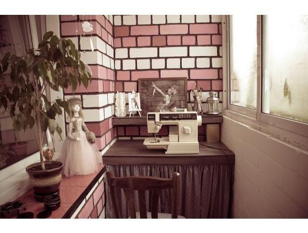 Лоджия - практичное рабочее место для рукодельницы: 15 вариа.