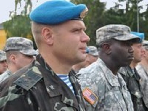 Купающийся в море американский советник из числа тех 180, что прибыли недавно на Украину, был прострелен насквозь снайперской пулей.