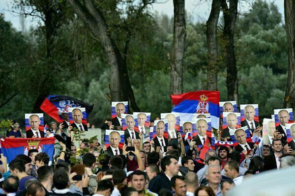 Визит российского президента в столицу Сербии всколыхнул в стране волну «путиномании»