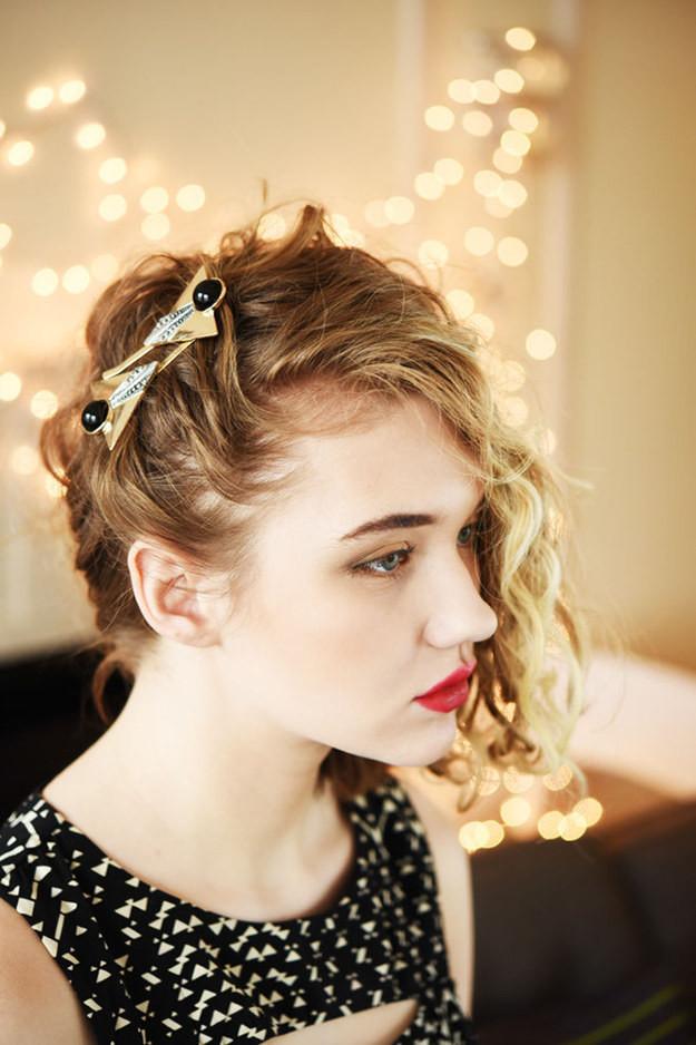 Укладка набок волосы, кудри, прическа