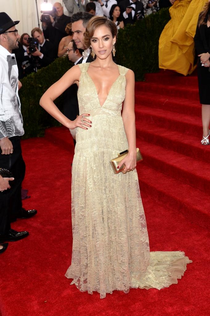 Топ-10 самых стильных модных образов Джессики Альбы