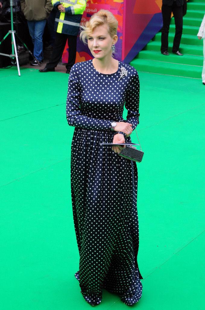 Рената Литвинова в платье в горох