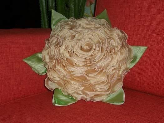 фото оригинальная декоративная подушка на диван своими руками