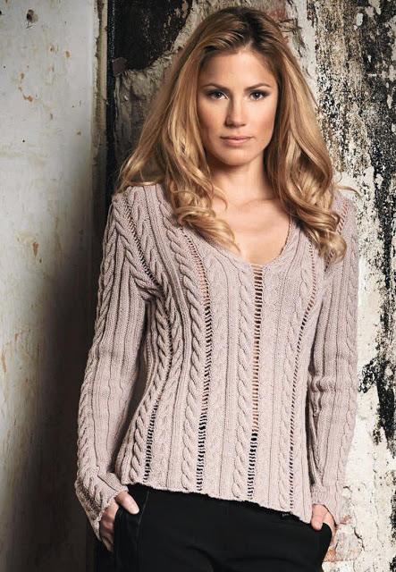 Красивый женственный пуловер спицами