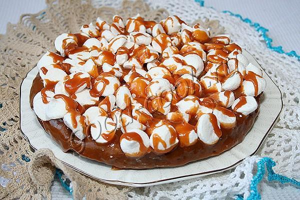 Шоколадный пирог с безе