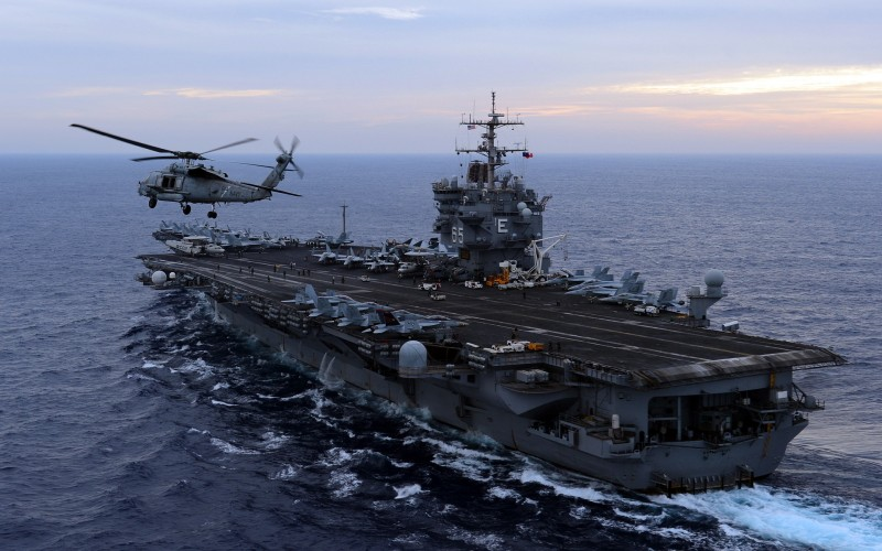 США загонят свои авианосцы в Арктику
