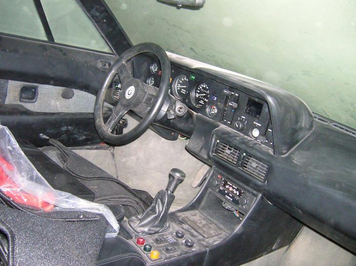 Великолепно сохранился интерьер машины: уборка и химчистка вернут ему первоначальный лоск и красоту