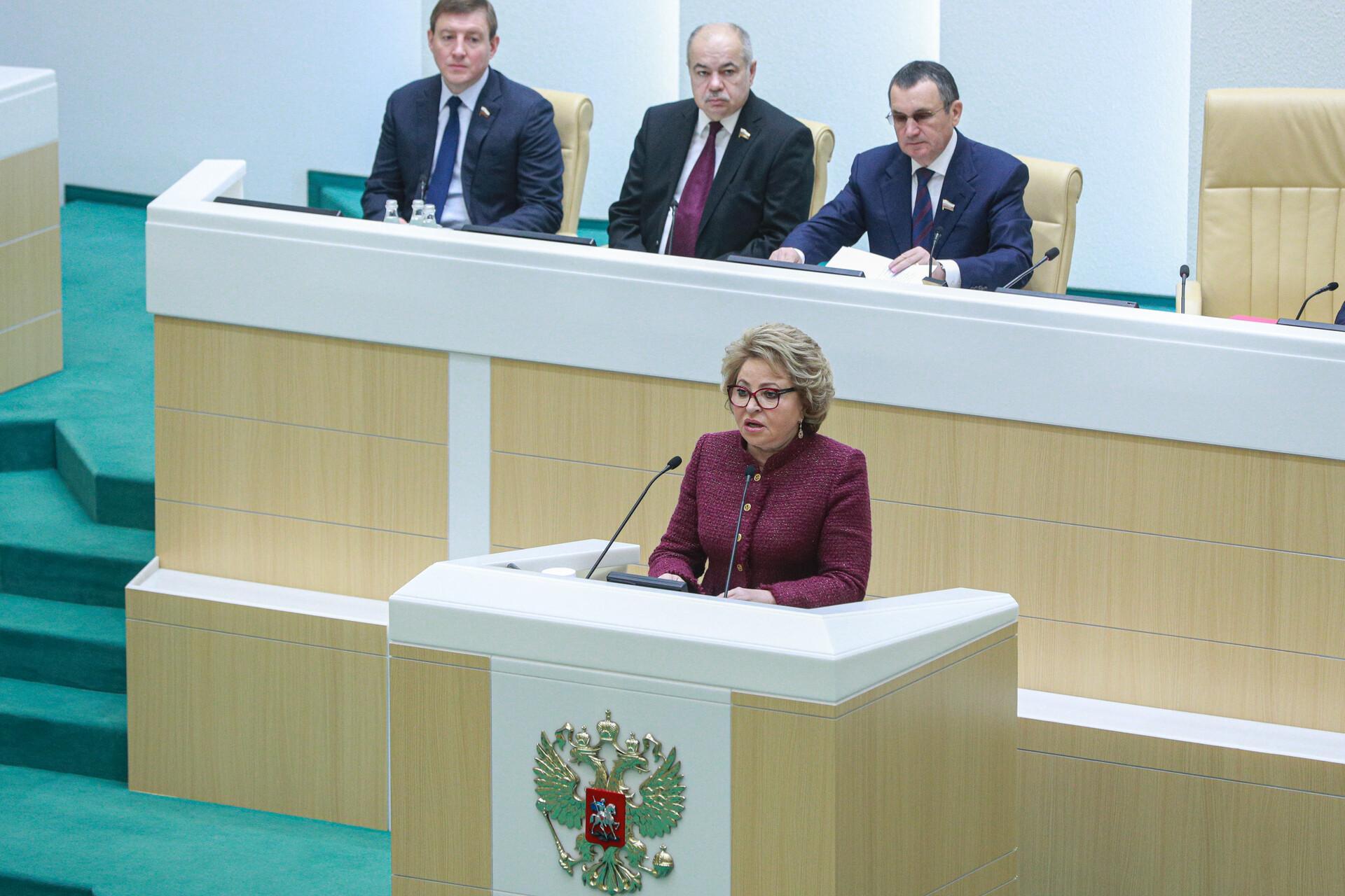 Женщинам здесь не место: россияне считают политику мужским делом