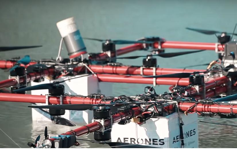 Латвийский экстремал совершил прыжок с дрона на парашюте