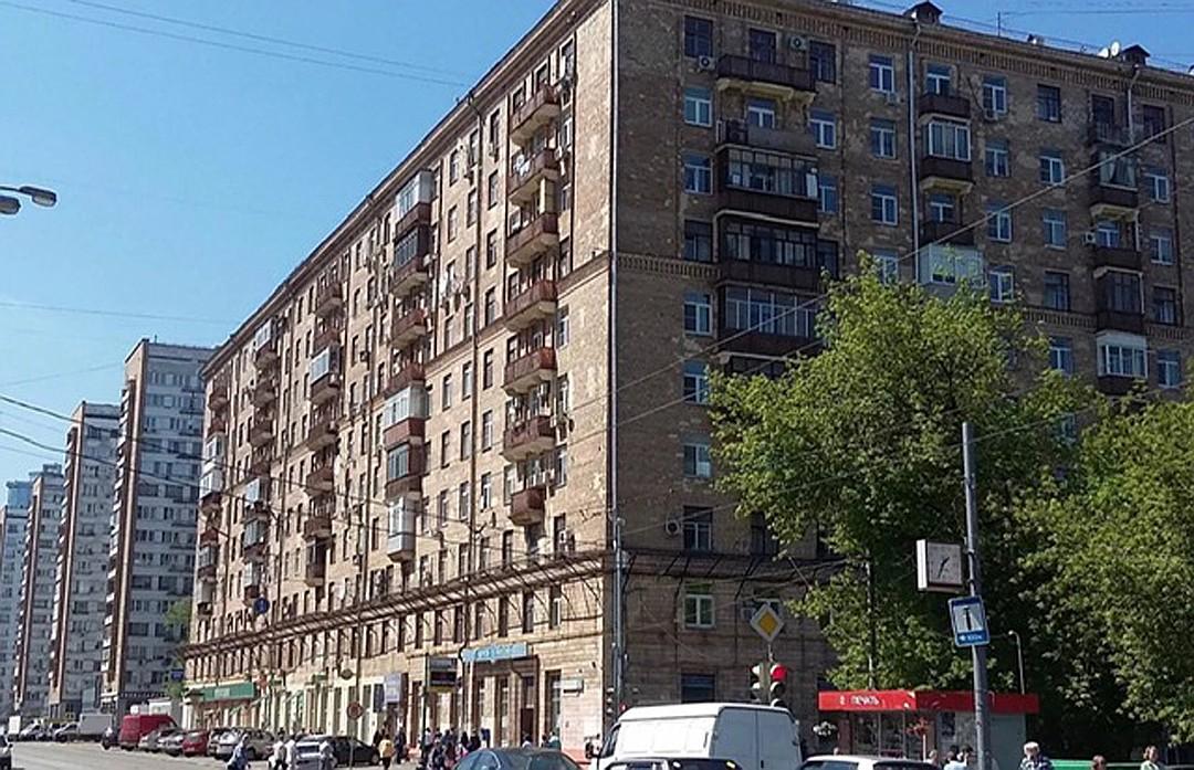 Дом на Щербаковской улице в Москве, здесь Владимир Мединский обзавелся своей первой личной жилплощадью - трехкомнатной квартирой.
