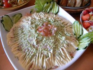 салат с авакадо и креветками