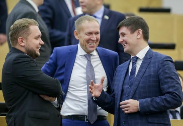 А.Луговой (в центре). Фото: duma.gov.ru