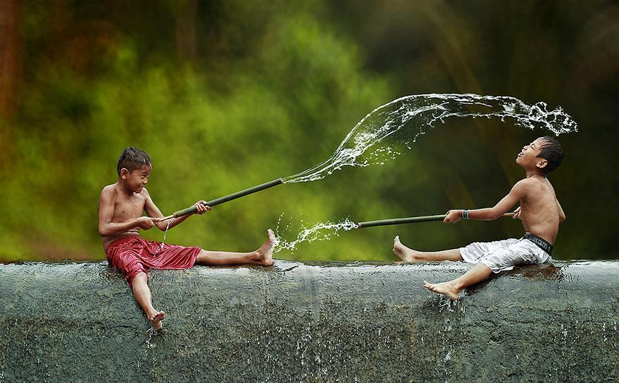 Ежедневная жизнь Индонезийской деревни: вода, джунги, дети, настоящее счастье