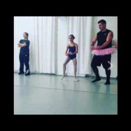 Папы танцуют с дочками балет