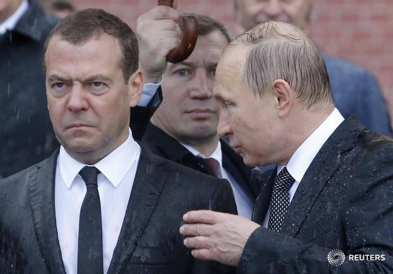 Мокрый Медведев развеселил соцсети. ФОТО