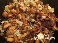 Приготовление мясного рулета с яйцом и грибами: шаг 2
