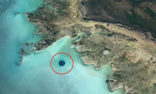 Уфолог обнаружил огромную дыру в дне океана и уверен, что это вход в базу пришельцев