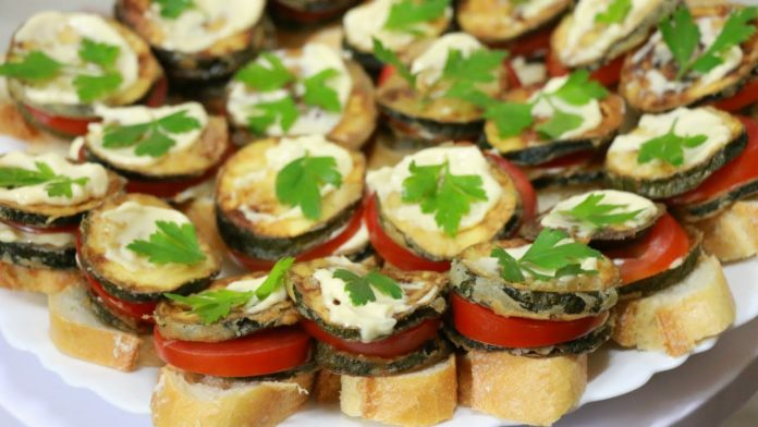 Очень вкусные бутерброды с кабачками и помидорами