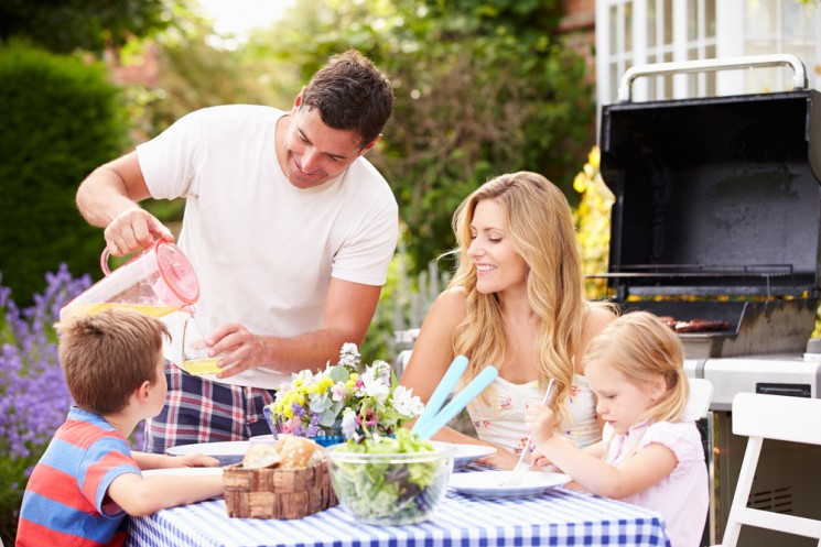 7 вариантов, как провести летний отпуск дома