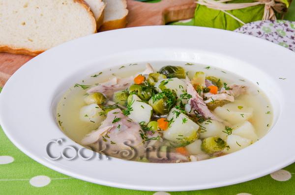 Куриный суп с зеленым горошком и брюссельской капустой