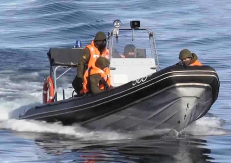 Северный флот провел учение по защите АПЛ от диверсантов