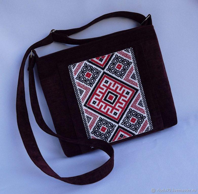 Сумочка с вышивкой в славянском стиле