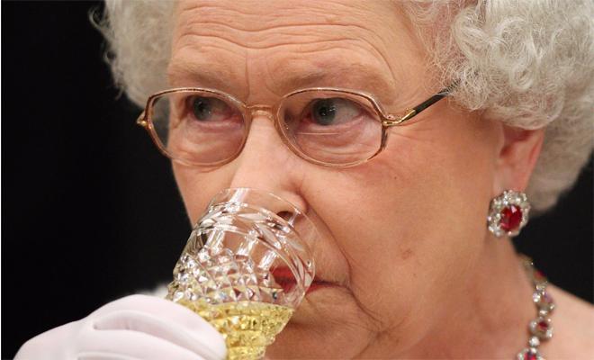5 бокалов в день: что пьет британская королева