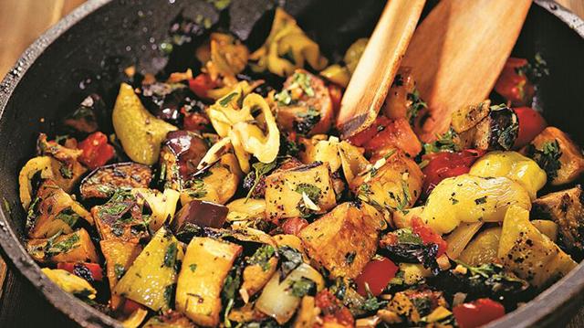 Ароматное и полезное овощное рагу по-грузински. Рецепт неповторимого аджапсандали