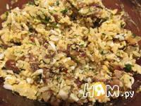Приготовление мясного рулета с яйцом и грибами: шаг 5