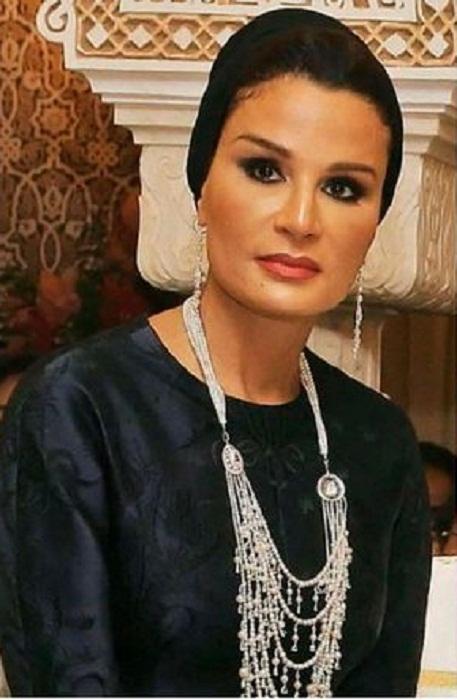 Какие драгоценности носит шейха Моза – одна из икон стиля арабского мира