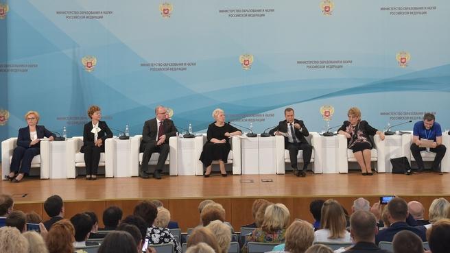 Медведев поручил починить кондиционер в РАНХиГС