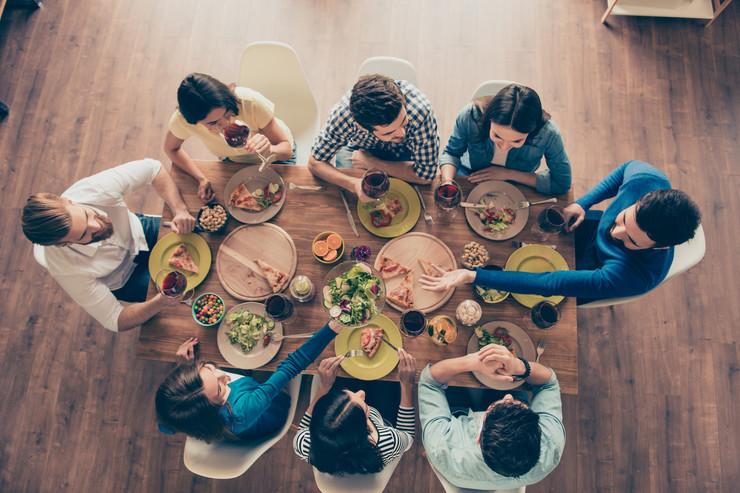 Как не переедать во время застолья