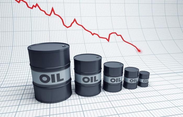 Цена барреля нефти Brent упала ниже $55 впервые за месяц