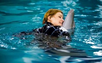 Поклонская поплавала с крымскими дельфинами