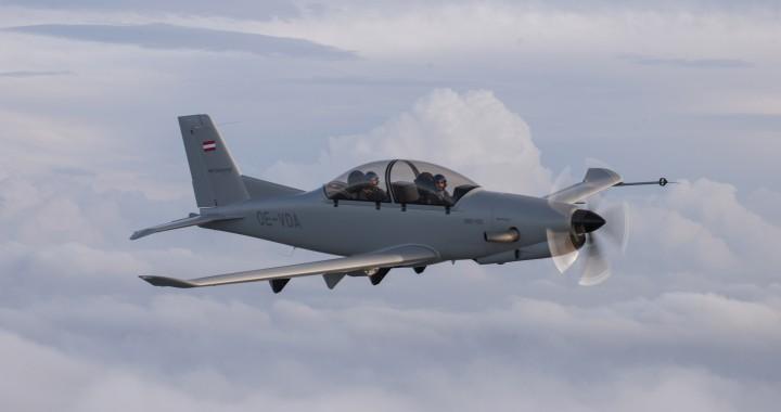 Мировой дебют самолета Diamond DART-450 с запорожскими двигателями на авиасалоне Фарнборо