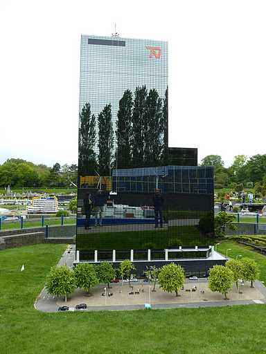 Миниатюра офисного здания. Парк Мадюродам. Фото