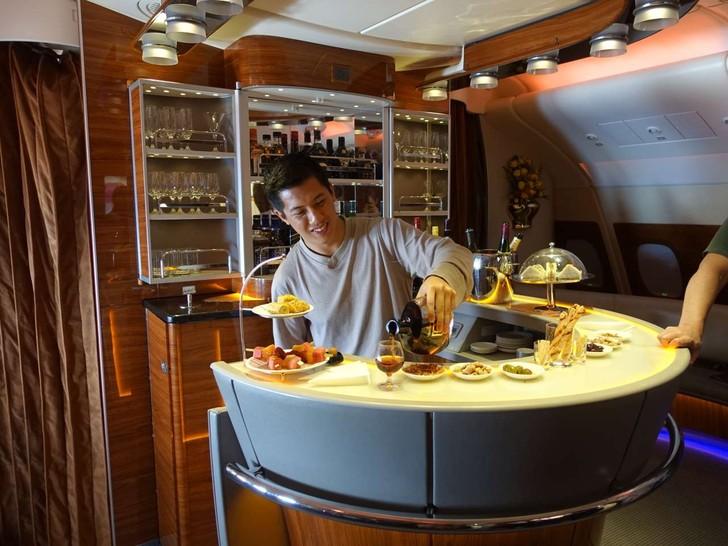 Каково это — за 300 долларов отправиться в полет стоимостью 60 тысяч долларов классом люкс авиакомпании Emirates Airline