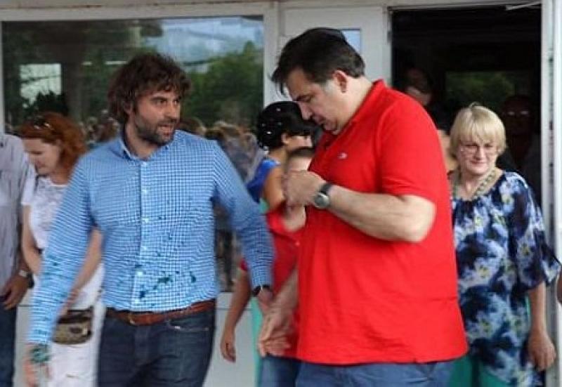 Ударил по больному: Саакашвили потребовал от Порошенко 50 евро за испорченный прикид Lacoste
