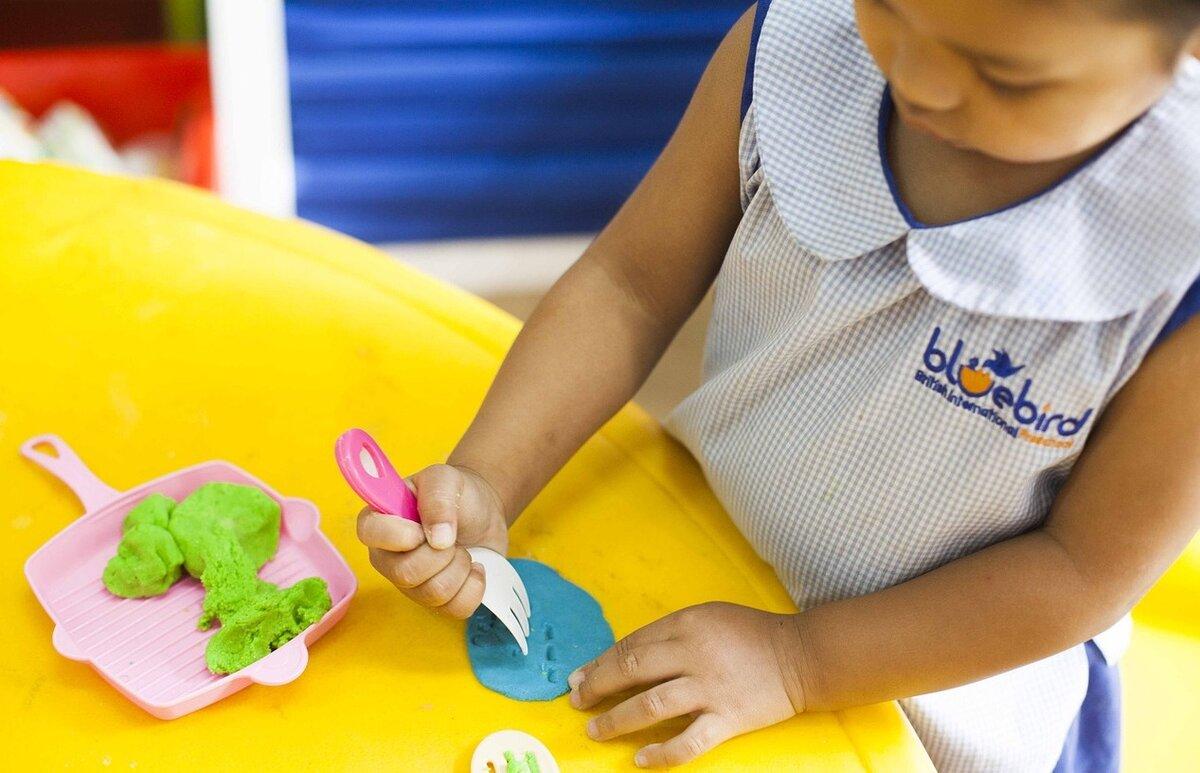 Чем полезна лепка для ребёнка